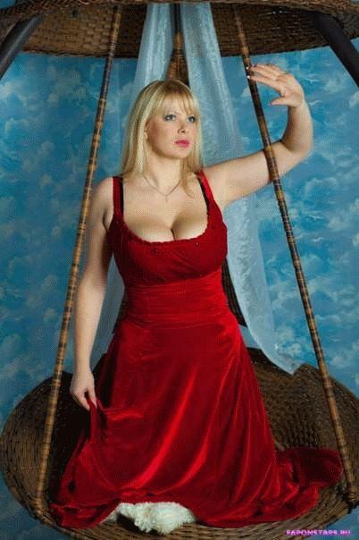 Алена Шайтарова в дорогом красивом платье