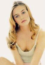 сексапильная красотка Алисия Сильверстоун в глубоком декольте