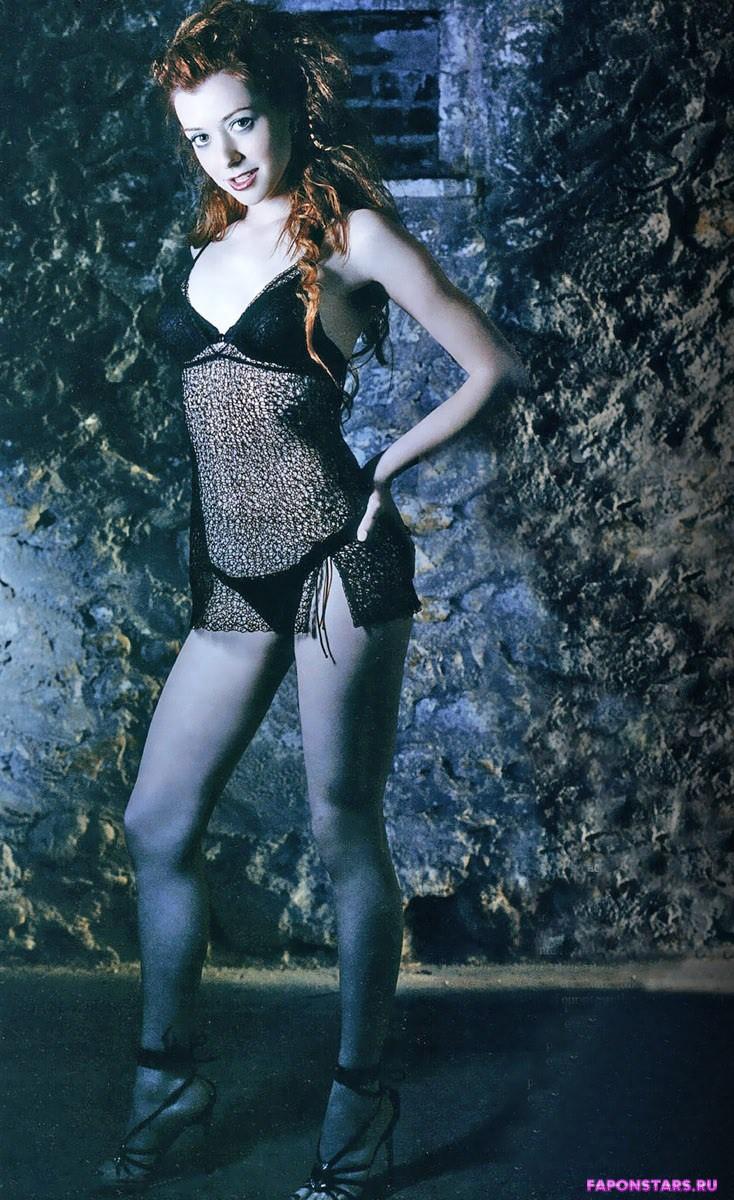 полуголая Элисон Ханниган в эротическом нижнем белье