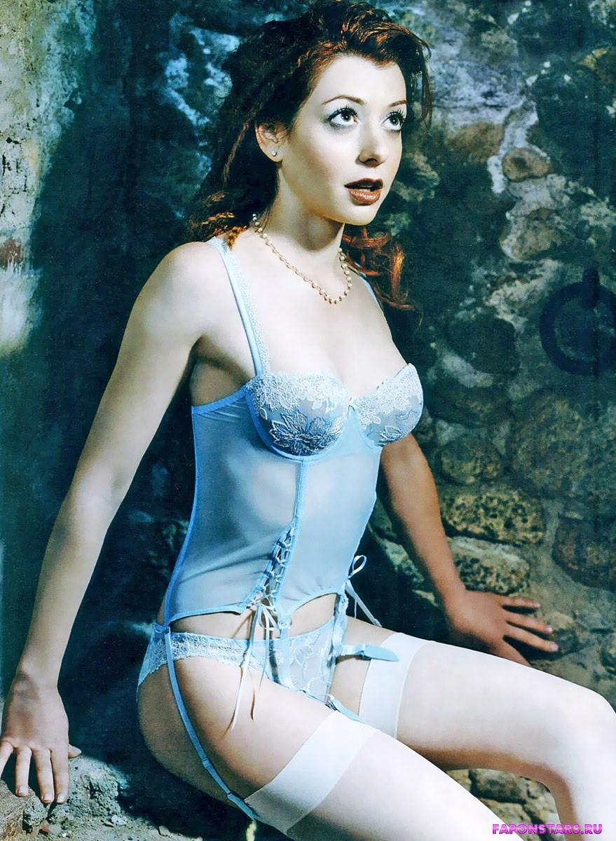 полуобнаженная Элисон Ханниган в откровенной эротической фотосессии