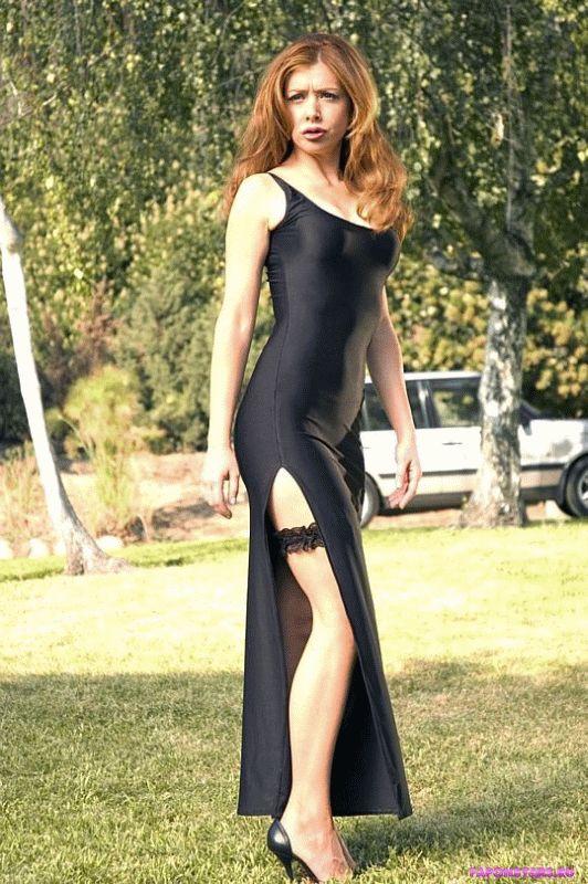 сексапильная сучка Элисон Ханниган в обтягивающем платье с глубоким декольте