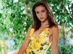 Алисса Милано в желтом летнем платье в молодости
