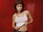 Алисса Милано позирует для откровенной фотосессии в полуобнаженном виде