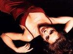 Alyssa Milano / Алисса Милано голая обнаженная сексуальная декольте