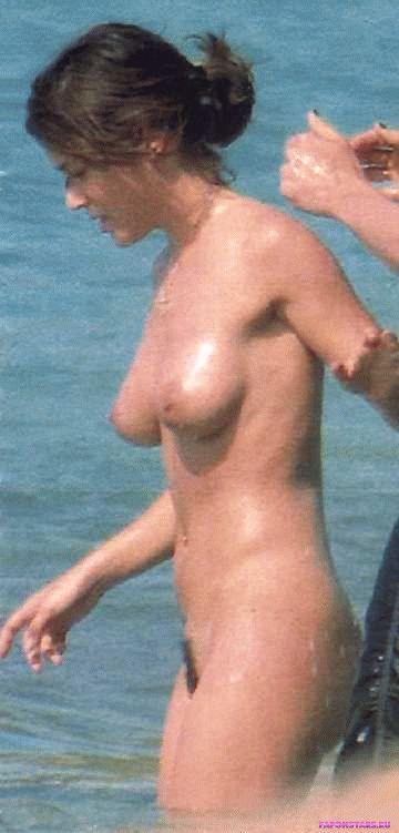 голая Алиса Милано на пляже, фото папарацци