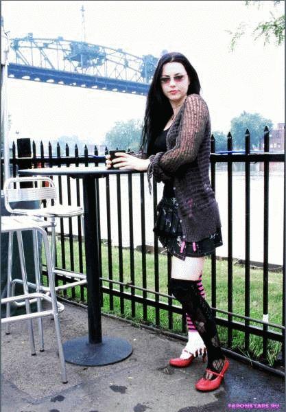 Amy Lee / Эми Ли в дорогом красивом платье