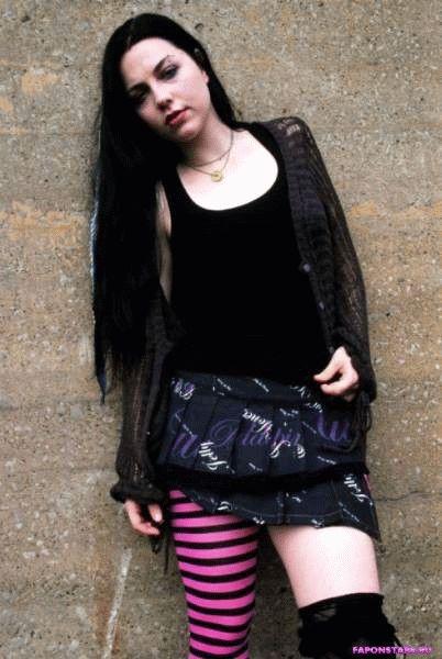 Amy Lee / Эми Ли в откровенном наряде