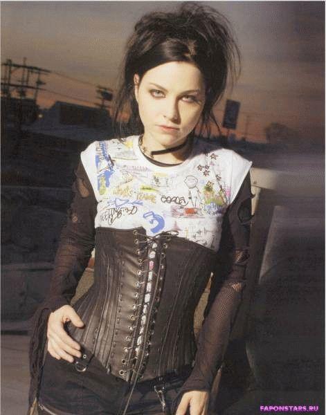 Amy Lee / Эми Ли фотосессия в эротическом журнале