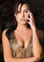 грудь Анжелины Джоли