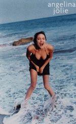 голая  Анжелина Джоли на море