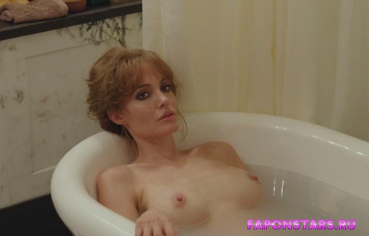 Angelina Jolie / Анджелина Джоли на отдыхе в купальние