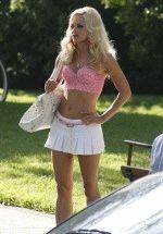 полуголая Анна Фэрис в откровенном наряде типичной блондинки