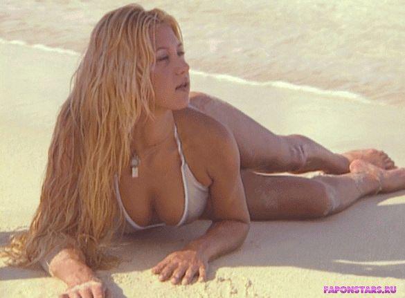 Анна Курникова на пляже