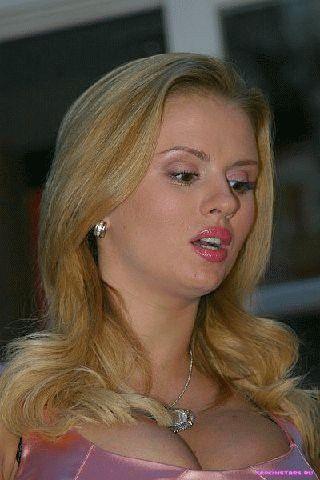 Анна Семенович в откровенном наряде