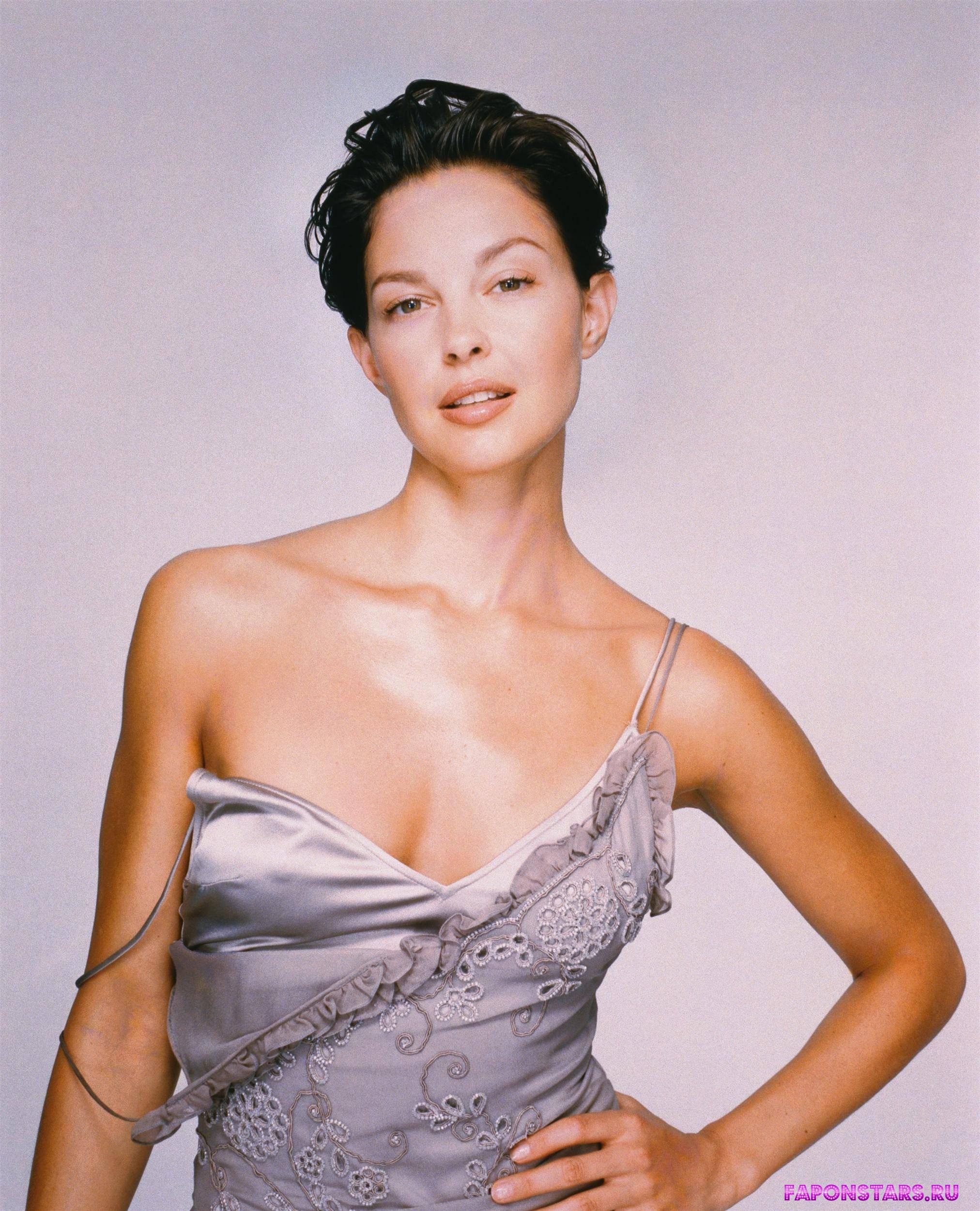 Ashley Judd / Эшли Джадд на отдыхе в купальние