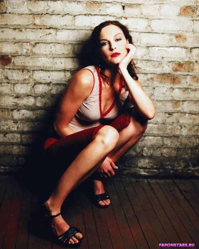 Ashley Judd / Эшли Джадд в откровенном наряде