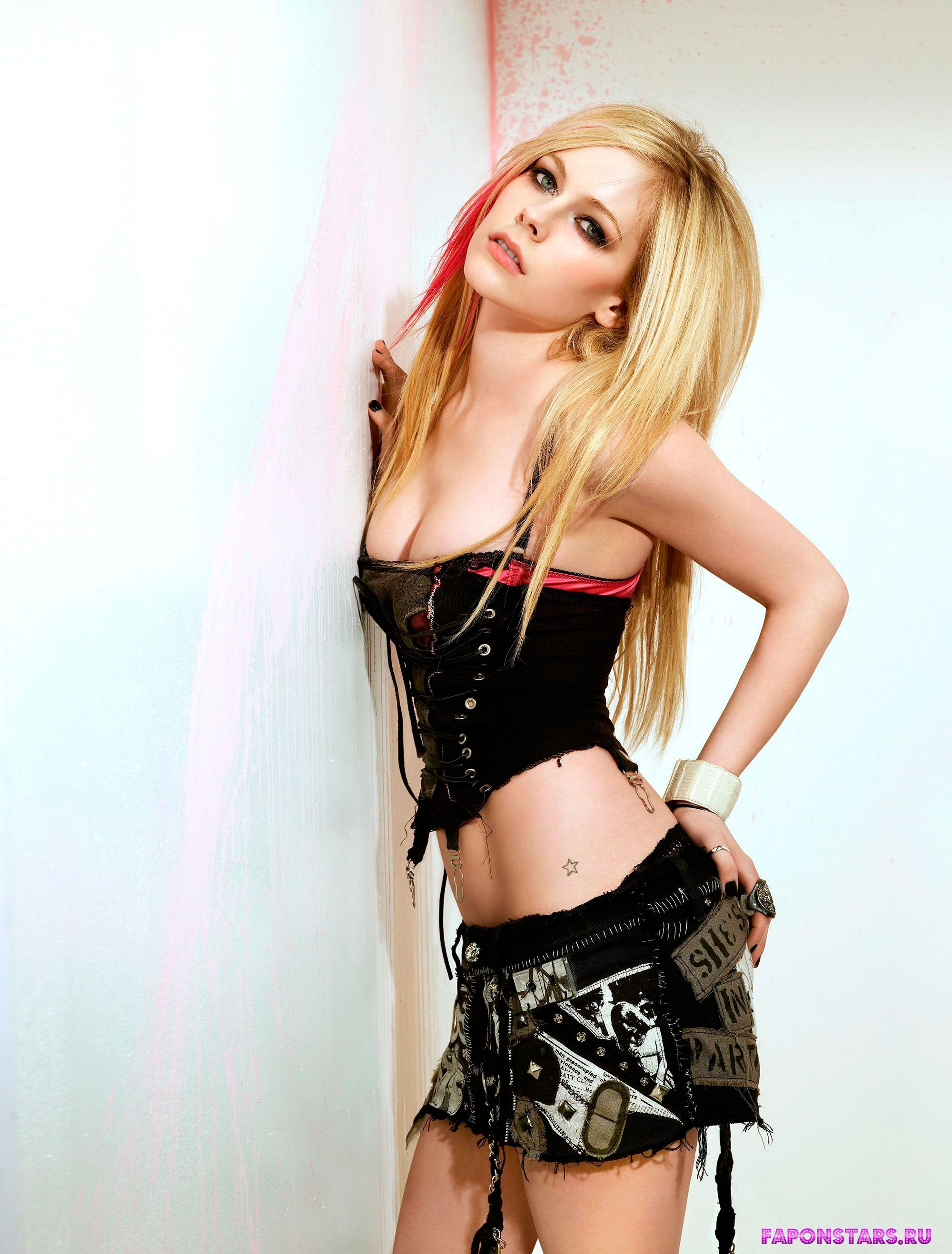 Avril Lavigne / Аврил Лавин обнаженная