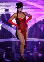 глубокий вырез платья Бейонсе показывает ее грудь во всей красе