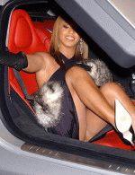 паппарацци засняли голую попу Бейонсе когда та вылезала из машины
