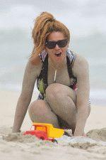 голая Бейонсе вся в песке на пляже, снимок папарацци