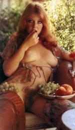 Cassandra Peterson / Кассандра Петерсон голая обнаженная сексуальная декольте