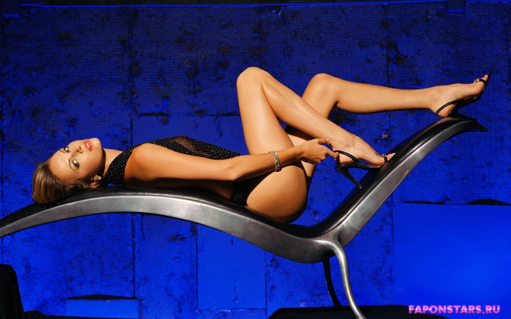 Charlize Theron / Шарлиз Терон на отдыхе в купальние