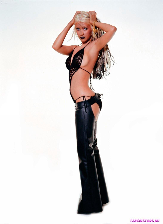 Christina Aguilera / Кристина Агилера на отдыхе в купальние