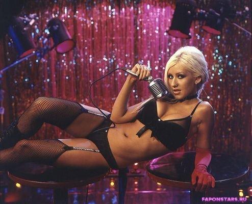 Christina Aguilera / Кристина Агилера на пляже