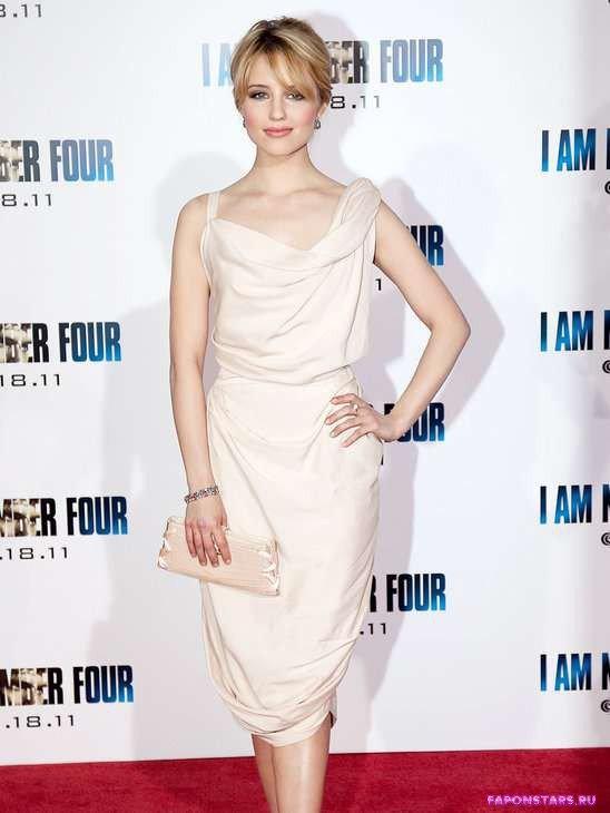 Дианна Агрон на красной дорожке в белом платье