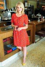 Дианна Агрон в красивом красном платье выглядит просто сногсшибательно