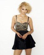 Дианна Агрон в сексуальном откровенном платье грубоким вырезом