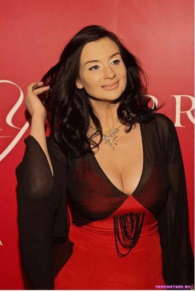 Екатерина Стриженова в дорогом красивом платье