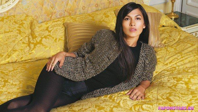 Elodie Yung / Элоди Юнг в откровенном наряде