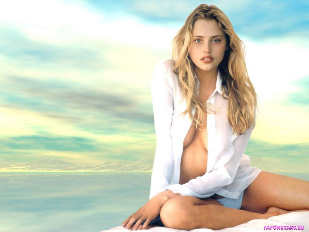 Estella Warren / Эстелла Уоррен в откровенном наряде