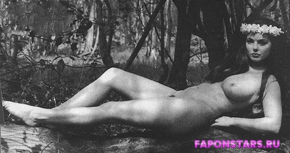 Geri Halliwell / Джери Холлиуэлл откровенное фото