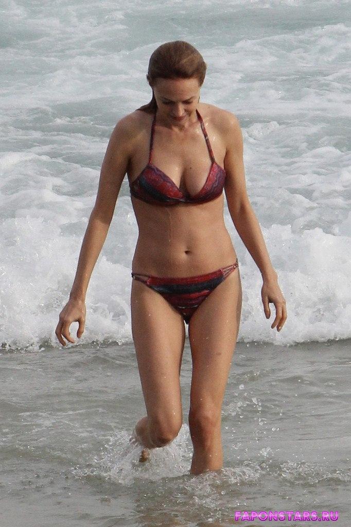 Heather Graham / Хизер Грэм на пляже