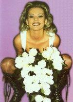 красавица Ирина Салтыкова в молодости с букетом цветов