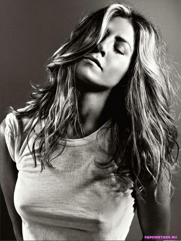 Jennifer Aniston / Дженнифер Энистон в откровенном наряде