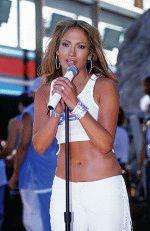 красотка Дженнифер Лопес поет на концерте