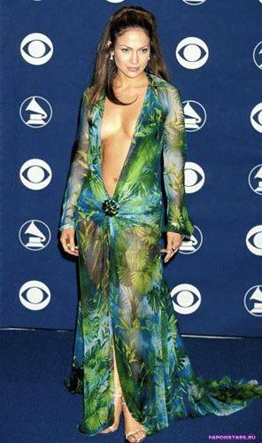 знаменитое откровенное зеленое полупрозрачное платье сексуальной Джей Ло с очень глубоким вырезом поразило всех на церемонии МТв