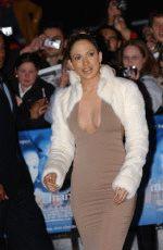Дженнифер Лопес в облигающем откровенном платье и маленькой белой шубке