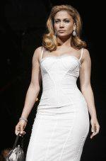 сексуальная неотразимая Дженнифер Лопес в белом платье декольте