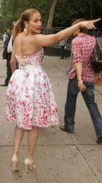 шикарный вид сзади у Дженнифер Лопес в короткой юбке