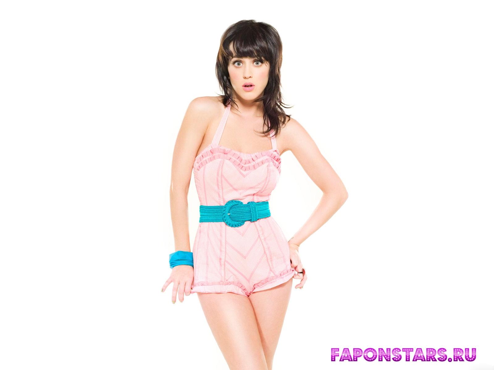 Katy Perry / Кэти Перри на отдыхе в купальние
