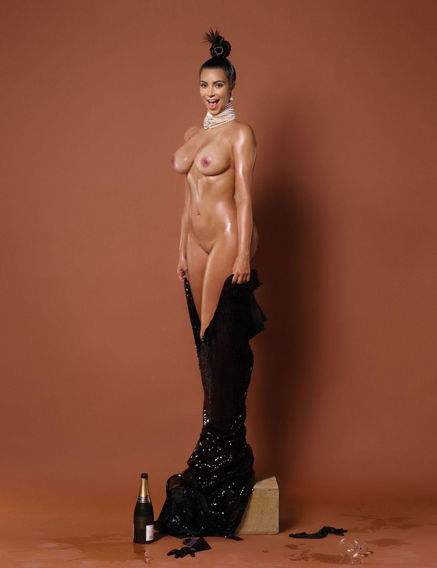 Kim Kardashian / Ким Кардашян в откровенном наряде