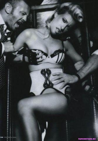 черно-белое эротическое фото Ксении Собчак