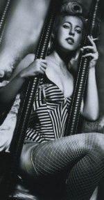 сексуальная Ксюша Собчак на черно-белом фото