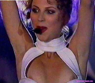 Лариса Черникова засветила грудь на глазах у папарацци