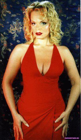 Долина в сексуальном открытом красном вечернем платье