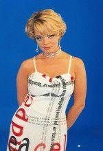 молодая Лариса в красивом платье